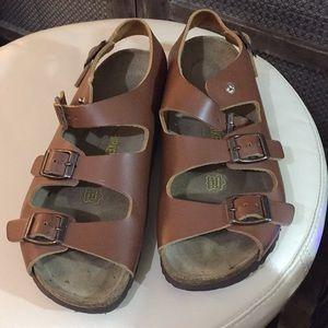 Rare Birkenstock Oslo snap sandal in EUC SZ.40/9